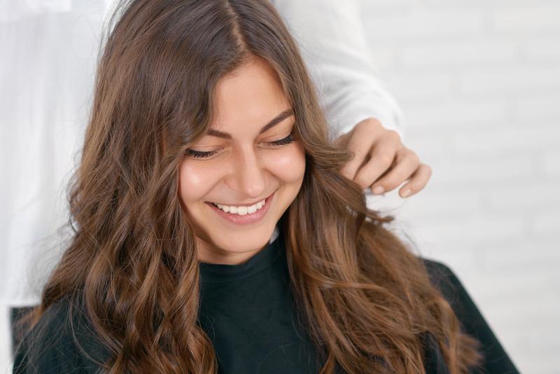 Alongamento de cabelo com fita adesiv