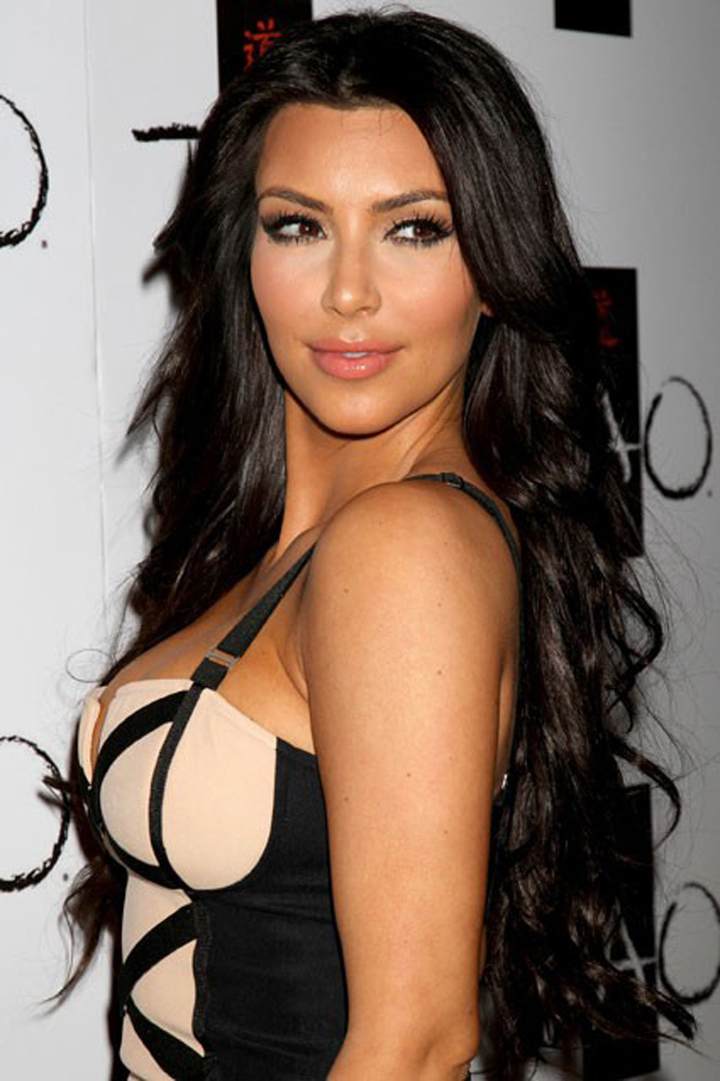 kardashian-hairstyle-long-wavy