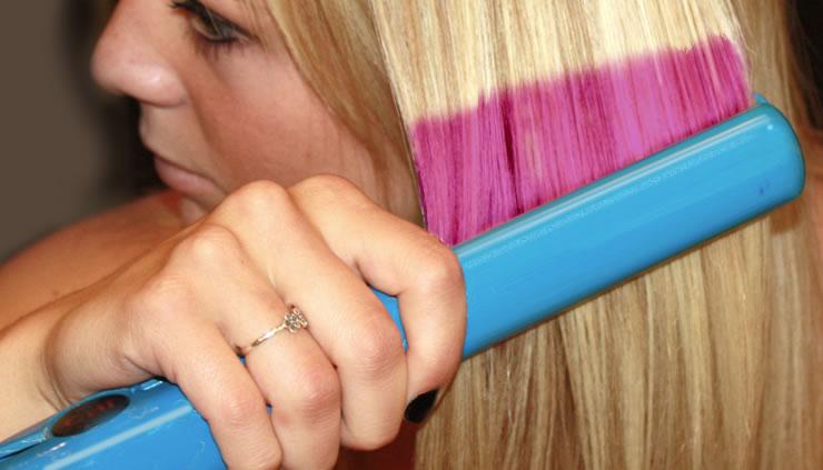 Novas pesquisas sugerem indivíduos podem alterar sua cor de cabelo e usar uma chapinha para pressionar um novo padrão de cabelo.